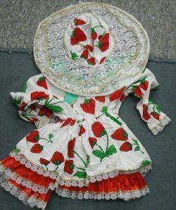 תחפושת תות עם כובע