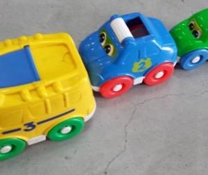 מגדל מכוניות פישר פריייס חד אחרי השני