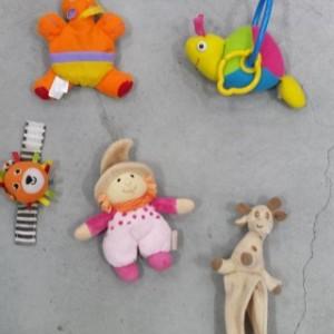 סט צעצועים נתלים על עגלה